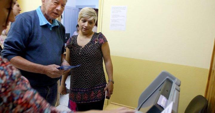 Mariano Moreno: Capacitan en el uso del voto electrónico