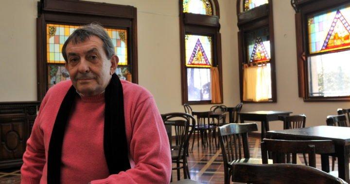 """Homenaje Robin Wood, el escritor que creó un """"héroe de la historieta"""" argentina y ahora vive recluido en Paraguay"""
