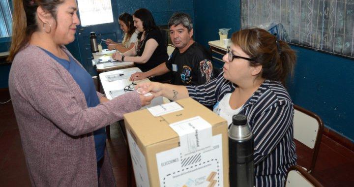 Neuquén: las autoridades de mesa tienen tiempo para cobrar hasta el 3 de mayo