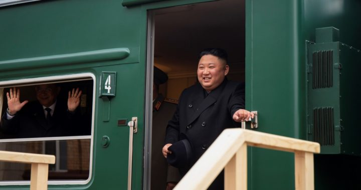 En su tren blindado, Kim Jong-un llegó a Rusia para un encuentro con Vladimir Putin