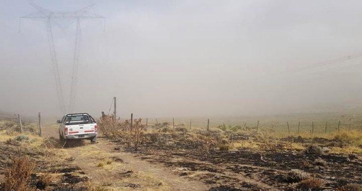 La lluvia ayudó pero sigue activo el incendio de Collón Cura