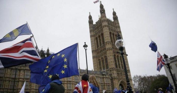 """El nuevo gobierno británico """"habla"""" que abandonará la UE sin acuerdo"""