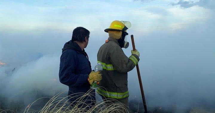 Combaten un terrible incendio en Zapala