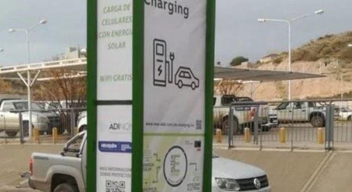 Inauguran el primer cargador de autos eléctricos de Neuquén