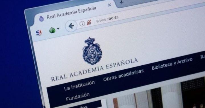 """Para la Real Academia, es correcto decir """"subir arriba"""" y """"bajar abajo"""""""