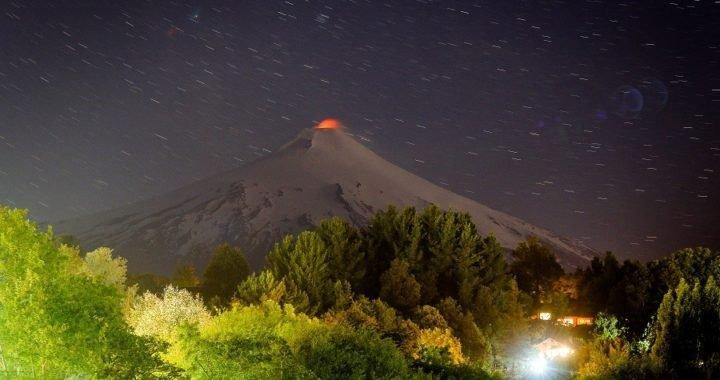 Decretan alerta técnica naranja por aumento de actividad sísmica en el volcán Villarrica