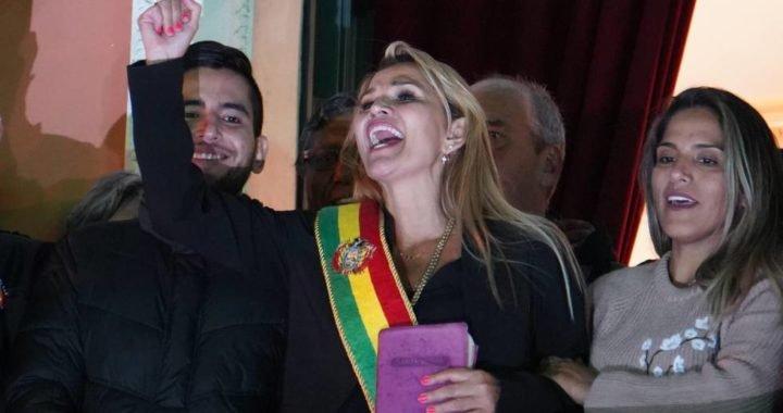 La senadora Jeanine Áñez se proclama presidenta de Bolivia sin quórum en el Parlamento