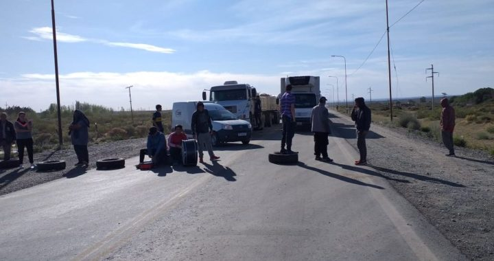 Desocupados cortan Ruta 22 en Plaza Huincul