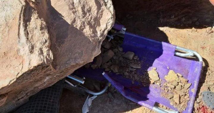 Tomaba sol a la orilla del lago y se le cayó una piedra de 500 kilos sobre las piernas