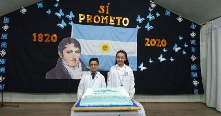 Dos estudiantes prometieron la bandera en la Antártida