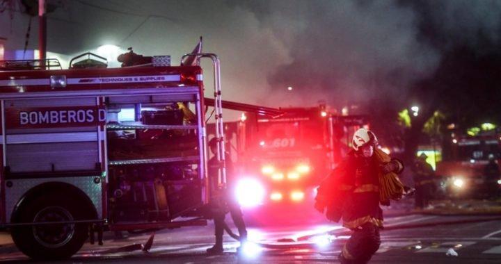Tras un incendio: Dos bomberos muertos por la explosión de una perfumería en Villa Crespo