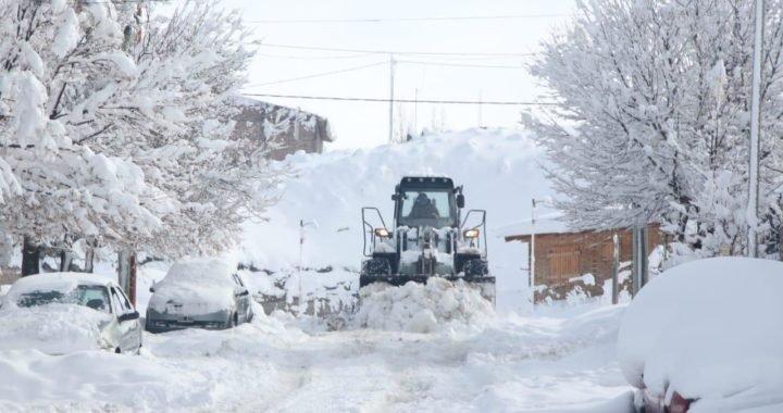 La nieve y el hielo complican a Zapala