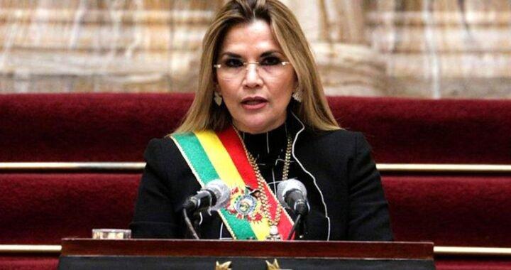 """Jeanine Áñez: """"Las FFAA garantizan la seguridad de las elecciones, están a favor del pueblo no de un partido político"""""""