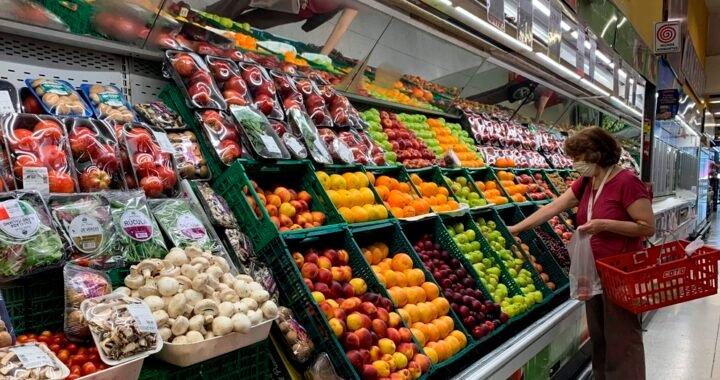 Los alimentos subieron 5% en abril y el Gobierno insiste con las medidas de control para frenar las remarcaciones