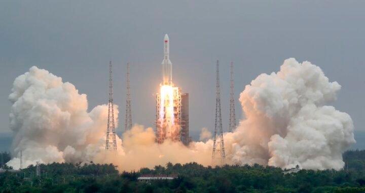 La NASA y el Pentágono buscan un cohete chino sin rumbo que en las próximas horas caerá en la Tierra