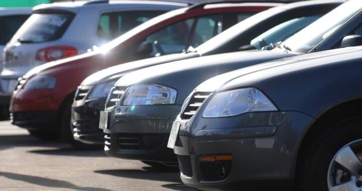 Se prohibió la venta de vehículos en el espacio público