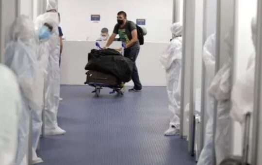 Otros nueve casos positivos de la variante Delta llegaron al país desde el exterior